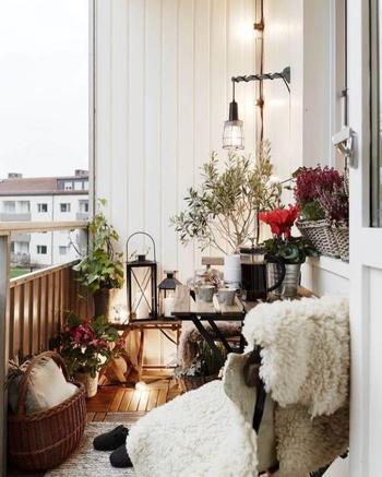Идеи зимнего декора балконов и террас