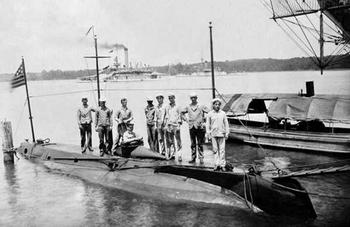 Подводная лодка с динамитным орудием USS Holland (США)