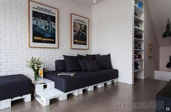 Белый кирпич и поддоны в интерьере квартиры в Праге