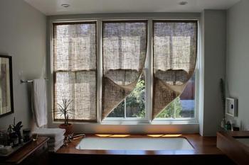 Как сшить простые шторы из мешковины