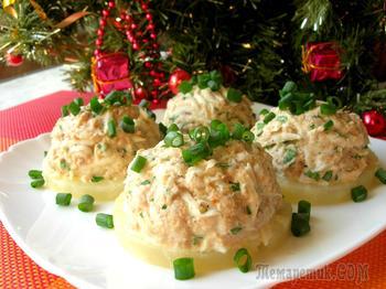 Праздничная закуска с тунцом на ананасовых кольцах