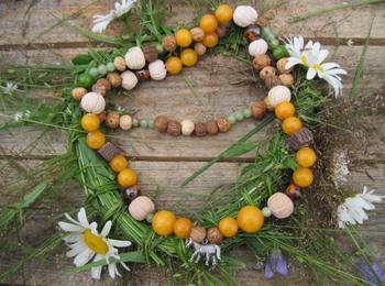 Комплект украшений из глиняных бусин и натуральных камней