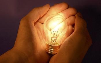 Кто изобрел лампочку первым? Лодыгин? Эдисон?