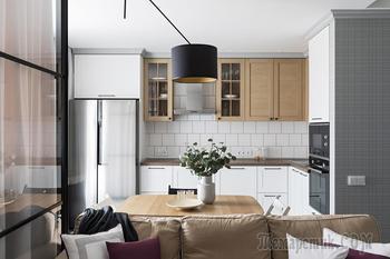 Дизайнерская «однушка» с прозрачной стенкой, отделяющей спальное место
