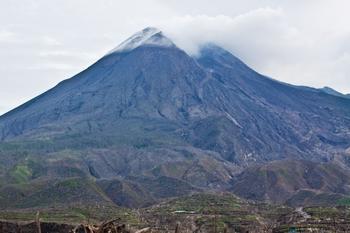 Самые опасные огнедышащие горы планеты