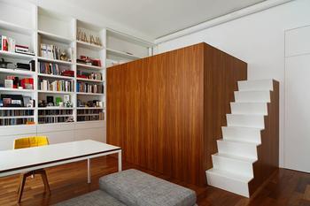 Двухуровневая студия со спальней на втором этаже
