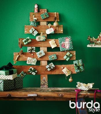 Стилизованная елка с подарками