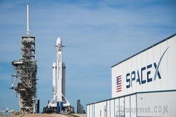 Крупнейшая в мире ракета Falcon 9 направилась к Марсу