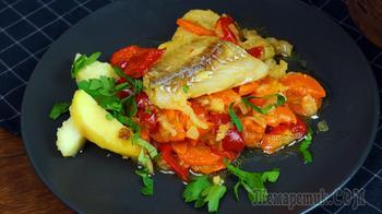 Рыба на сковороде с овощным гарниром