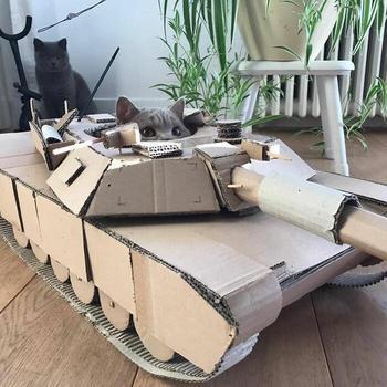 Заскучавшие на карантине люди строят танки для своих кошек, и теперь котики под защитой
