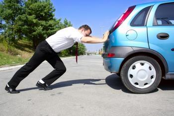 Из-за чего появляется проблема с автомобилем, когда при разгоне его как будто «держат за хвост»