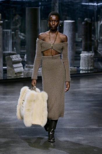 Модные трикотажные юбочные костюмы осень-зима 2021/2022