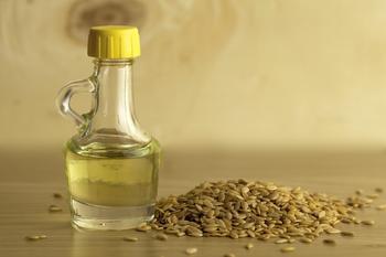 Льняное масло для организма женщин: полезные свойства и применение