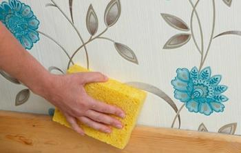 Как очистить пятна на обоях: 6 простых способов