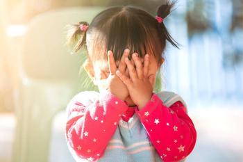 Застенчивость у детей: откуда берется и как бороться