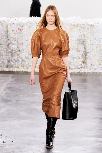 Кожаное платье – тренд этой осени: 12 идеальных моделей на любой бюджет и случай