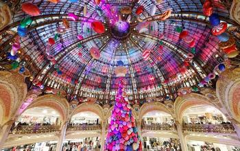 Каждой иголочкой радует нас: самые красивые и необычные рождественские ёлки со всего мира