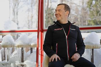 Медведев объяснил неожиданную отставку правительства