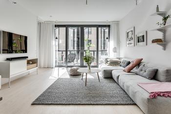 Квартира с огромными окнами в Стокгольме (99 кв. м)
