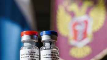 """""""Это совершенно неприемлемо!"""" Ученые требуют данные испытаний российской вакцины"""