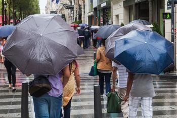 Чем заменить тяжелый и громоздкий зонт в сумке