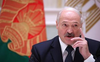 «Красили попы синей краской» Александр Лукашенко заявил, что протестующие в Белоруссии имитировали последствия побоев