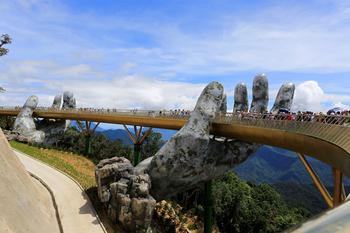 Во Вьетнаме построили «Золотой мост», который уже называют восьмым чудом света