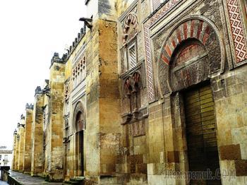 Монастыри и храмы. Мескита