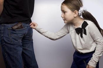 Что делать, если подросток тайком взял деньги из вашего кошелька?