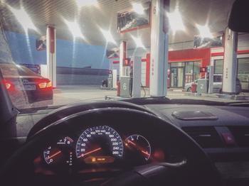 Сколько автомобиль может еще проехать, когда загорелась красная лампочка