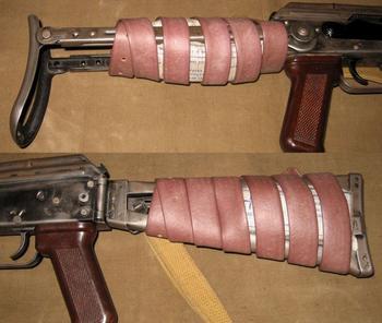 Для чего бывалые бойцы обматывали приклад АКС-74 жгутом перед боем