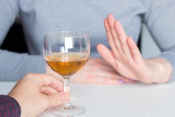 Названы напитки, от которых следует отказаться после 50 лет