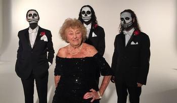 Смейся над смертью - 96-летняя пенсионерка дает жару