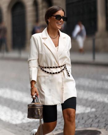 С чем стильно носить кроссовки осенью: 17 модных сочетаний