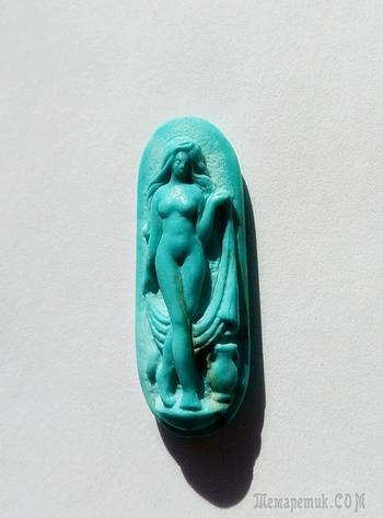 "Камея ""Венера - купальщица"", бирюза, 29 х 10 мм."