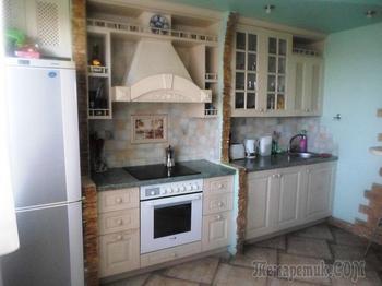 Кухня в стиле кантри с элементами классики