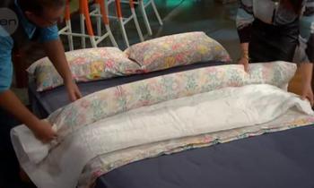 Лёгкий способ заправить одеяло в пододеяльник