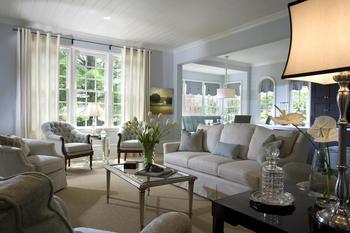 Классический интерьер дома в светло-синей цветовой гамме