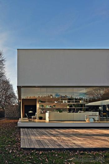 Стильный стеклянный дом в Италии