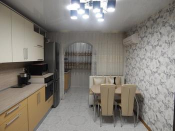 Кухня: варочная панель и вытяжка - на балконе