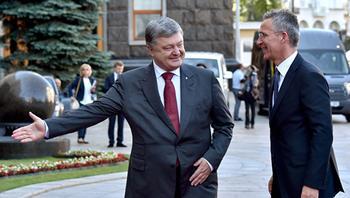 Forbes: США должны захлопнуть дверь в НАТО перед Киевом