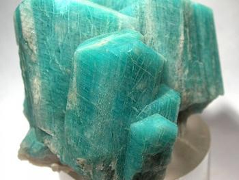 Амазонит (камень): свойства, кому подходит