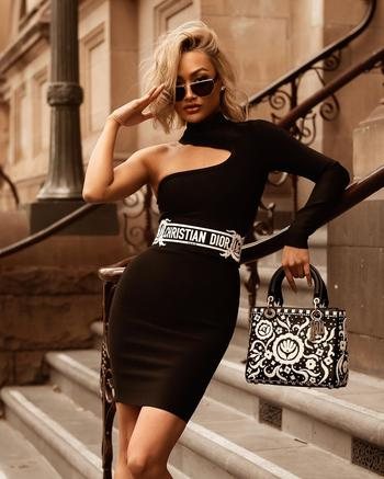 Черное платье: 20 свежих идей для создания стильного образа