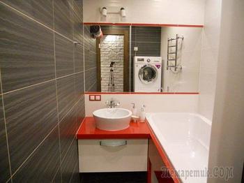 Маленькая ванная, где стиральная машина стоит выше самой ванной
