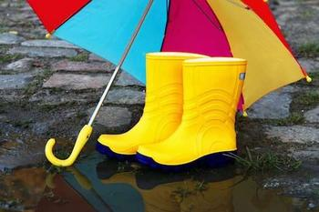 Как красиво одеваться в дождь?
