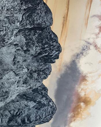 Иллюзорные фотографии горных пейзажей, повёрнутые на 90 градусов, раскрывают человеческие профили