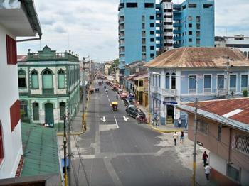 Почему наводит страх на туристов город в джунглях, в который нет дорог: «Перуанская Венеция» Икитос