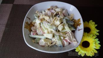 Салат с сулугуни и крабовыми палочками