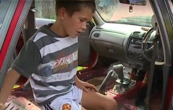 10-летний мальчик спас маму из тонущей машины