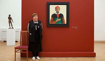 Любопытная фотосерия «Смотрительницы российских музеев»